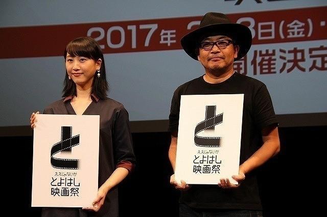 16年8月の会見に登壇した松井玲奈&園子温