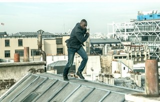 イドリス・エルバが屋根の上で命がけの追いかけっこ?「フレンチ・ラン」本編映像公開