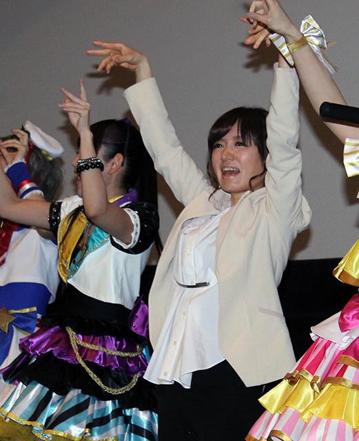 紺野あさ美アナ、最後の公の場!?でアニメ「プリパラ」のダンス披露 笑顔で決めポーズも