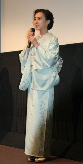 着物姿の杉野希妃監督
