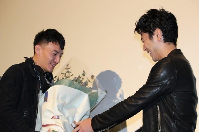 チャン・チェン、親友・妻夫木聡の日本アカデミー賞戴冠を祝して爆笑アイテム贈呈 - 画像4