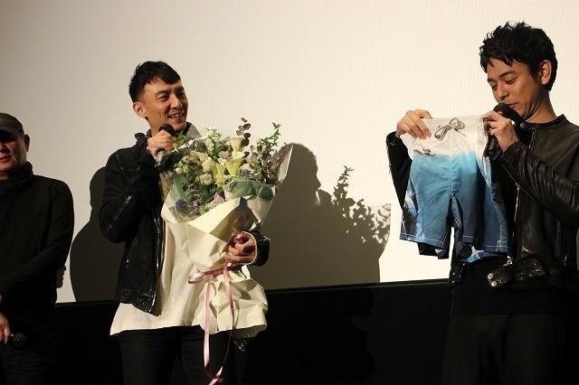 チャン・チェン、親友・妻夫木聡の日本アカデミー賞戴冠を祝して爆笑アイテム贈呈 - 画像6