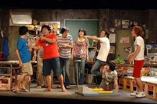 「ヨーロッパ企画」の舞台をスクリーンで上映「ハウリング」