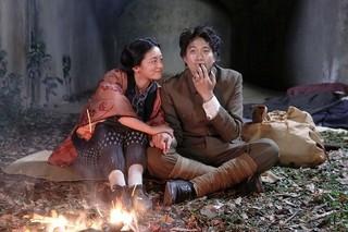 向井理と尾野真千子が戦時下生きた夫婦の絆を体現 「いつまた、君と」場面写真
