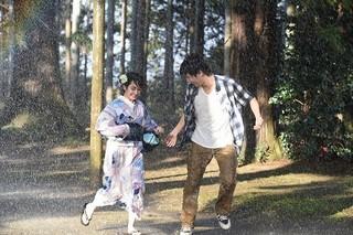 中川大志と平祐奈が雨の中見つめ合う 「ReLIFE」ハプニングが恋を育てる新映像