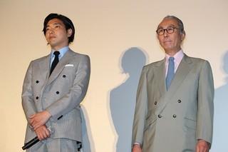 岡田准一、芸能界デビュー前の秘蔵写真&エピソード告白で赤面!
