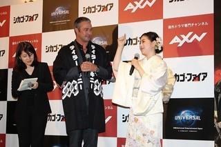 初来日のテイラー・キニー、関根麻里らの日本流おもてなしに大喜び!