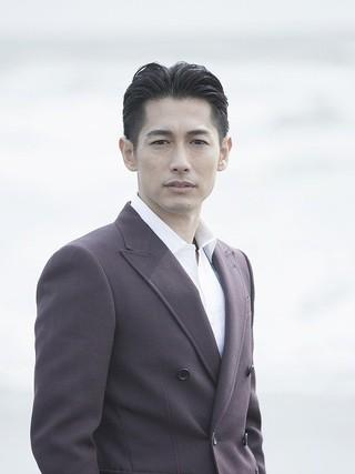 ディーン・フジオカ、本木克英監督作「空飛ぶタイヤ」で長瀬智也と初共演!