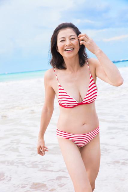石田えりウエストー14.5センチで23年ぶり水着姿 美ボディ武器に恋は「体ごと!」 - 画像9