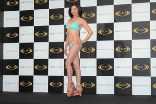 石田えりウエストー14.5センチで23年ぶり水着姿 美ボディ武器に恋は「体ごと!」