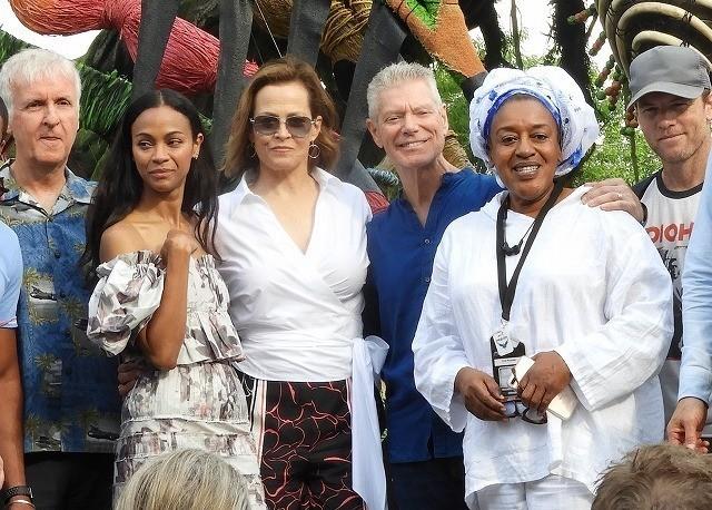 「パンドラ:ザ・ワールド・オブ・アバター」 開園を祝うキャメロン監督たち