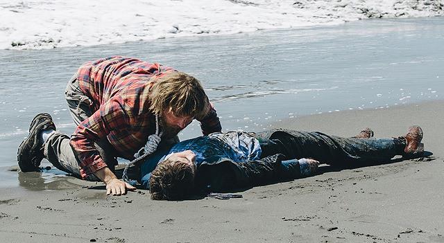 ダニエル・ラドクリフが死体を演じた異色サバイバル「スイス・アーミー・マン」9月公開決定