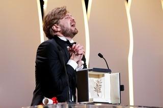 パルムドール受賞に感極まる リューベン・オストルンド監督「フレンチアルプスで起きたこと」