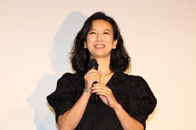 舞台挨拶に立った戸田菜穂