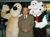 人気アニメ「ウォレスとグルミット」声優ピーター・サリスさん96歳で死去