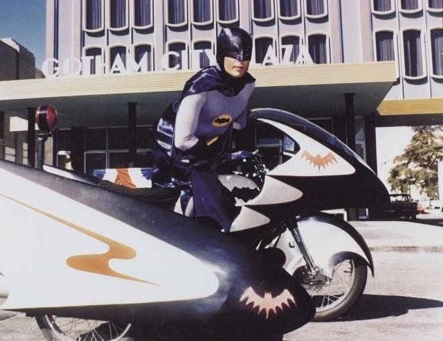 バットマン俳優アダム・ウェストさん死去 ベン・アフレック、バル・キルマーらが追悼