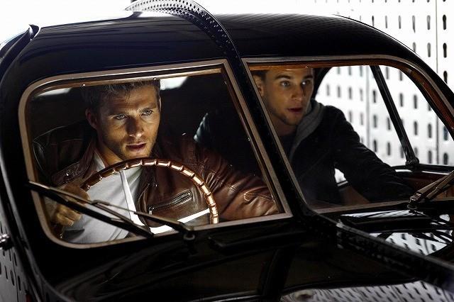 S・イーストウッドが3800万ドルの超高級車を狙う!「スクランブル」9月22日公開 - 画像4