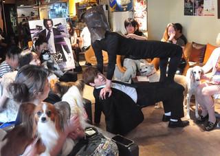 犬たちは「ジョン・ウィック」をどう見た?犬の感情を翻訳してみると……