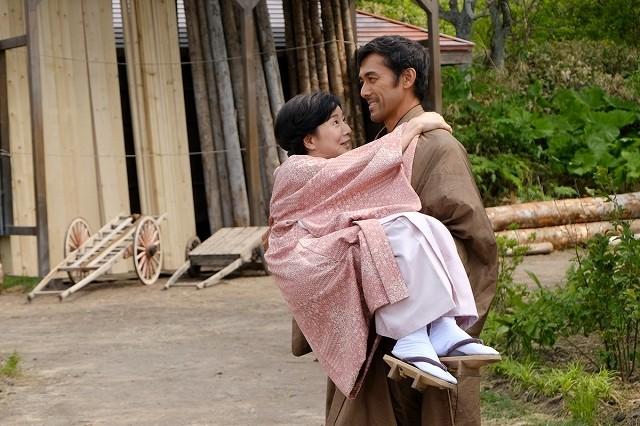 吉永小百合、阿部寛にお姫様抱っこ!映画「北の桜守」北海道ロケ終了間近