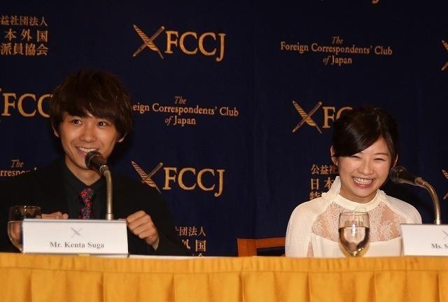 会見した伊藤沙莉と須賀健太