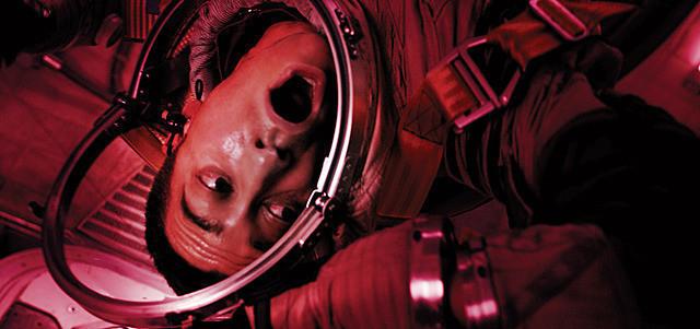 人気俳優たちが恐怖におびえる 宇宙飛行士を演じる