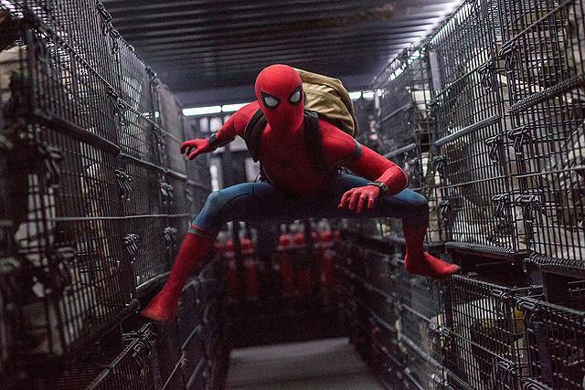 「スパイダーマン ホームカミング」の一場面
