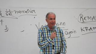 ロジャー・パルバースが反戦映画の名作紹介、大学生に講義