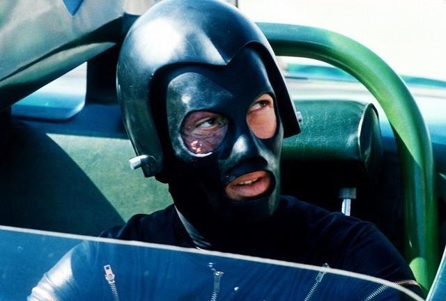 R・コーマン製作「デス・レース2000年」狂気のレーサーが爆走する21世紀版予告編 - 画像3
