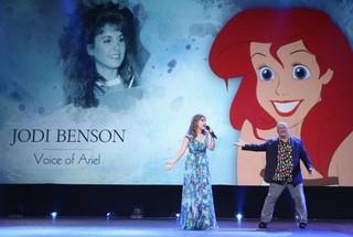 ジョン・ラセターとアリエルの声を 務めたジョディ・ベンソン「シュガー・ラッシュ」