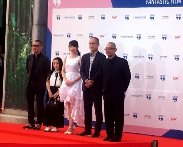 田中要次×西村喜廣監督「蠱毒」プチョン映画祭で上映!血しぶき噴出に観客熱狂