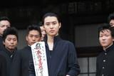 山崎賢人、320年の歴史誇る護国寺で「ジョジョ」ヒット祈願 護摩行に「汗にじんだ」