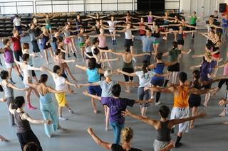 ダンス界のカリスマの全貌を捉えたドキュメンタリー「ミスター・ガガ」10月公開