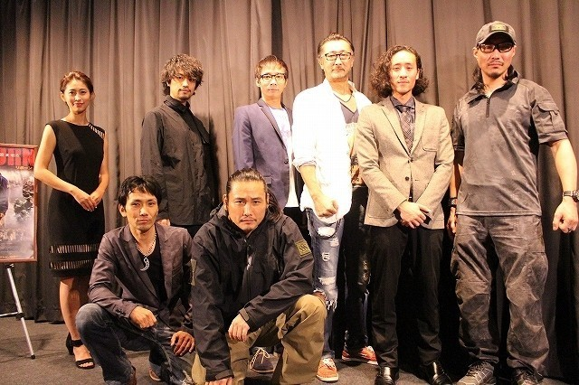舞台挨拶に立った「TAK∴」こと 坂口拓、斎藤工ら