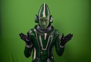 斎藤工が謎の宇宙人に変身「ミートボールマシン」