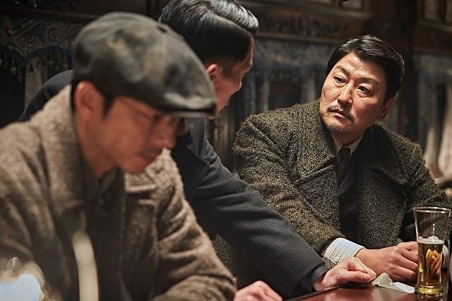韓国映画「密偵」11月11日公開!ソン・ガンホ&コン・ユが腹を探り合う場面写真も披露