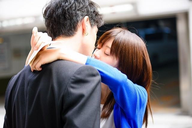 青木玄徳&逢沢りながキス!「闇金ドッグス7」ラブロマンス収めた予告&場面写真