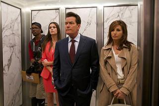 チャーリー・シーンが閉じ込められた実業家を熱演「エレベーター」
