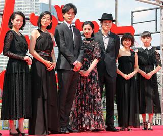 レッドカーペットを練り歩いた 吉高由里子、松坂桃李ら「ユリゴコロ」