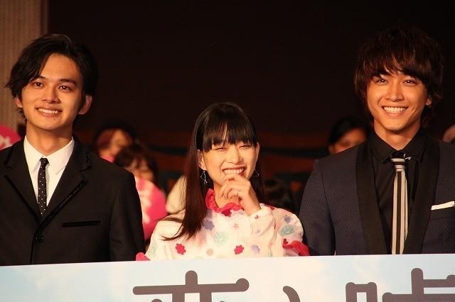 舞台挨拶を行った(左から) 北村匠海、森川葵、佐藤寛太