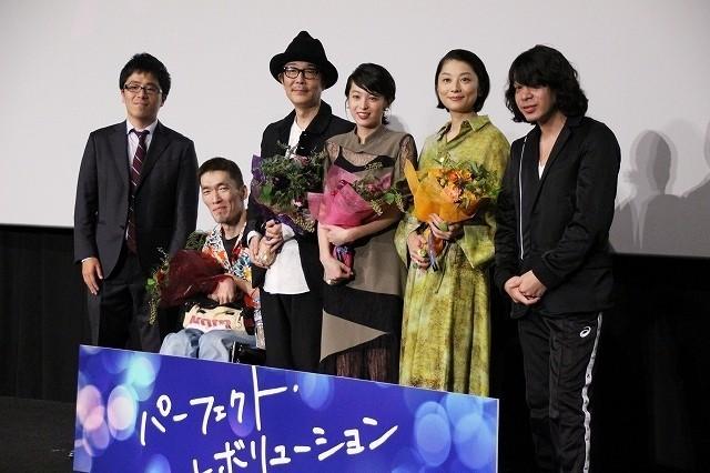峯田和伸から花束のプレゼントも
