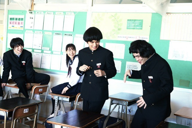 「DISH//」北村匠海&小林龍二が映画初共演!学ラン姿ではしゃぐ劇中カット公開