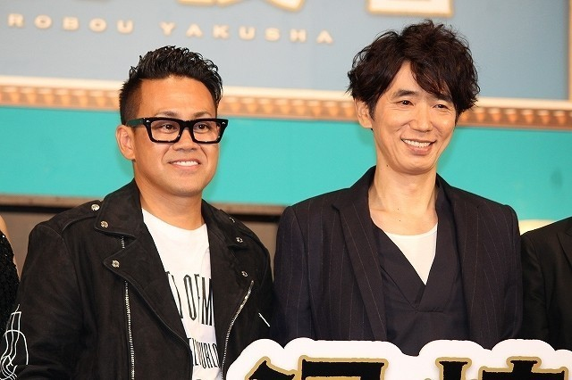 共演のユースケ・サンタマリア(右)と宮川大輔