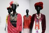フリーダ・カーロのワードローブ展が英V&Aで開催へ