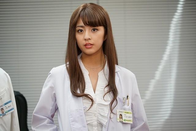 柳ゆり菜が妖艶な女医に!