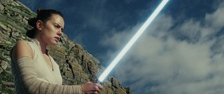 「SW 最後のジェダイ」新予告は衝撃の連続!レイがダークサイドの瀬戸際に?