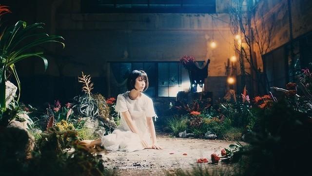 「花の唄」MVを幻想的に表現