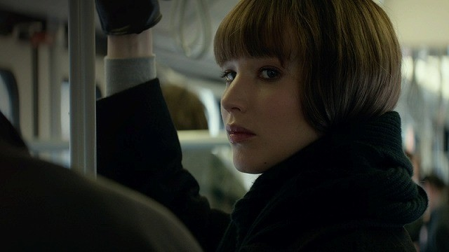 ジェニファーが美しさで相手を誘惑する スパイ役で絶大な存在感