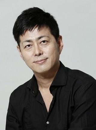 映画版の監督・脚本、舞台版の作・演出を担う宅間孝行