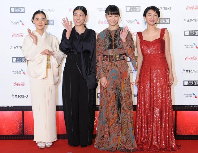 第30回東京国際映画祭 華やかドレスや着物で女優陣が美の競演!