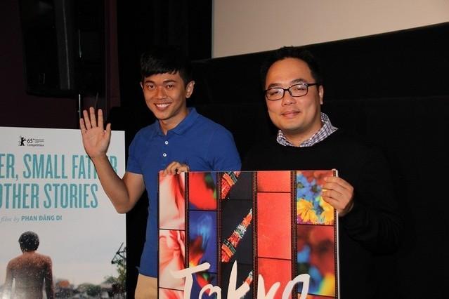 ティーチインを行ったファン・ダン ・ジー監督(左)とレ・コン・ホアン
